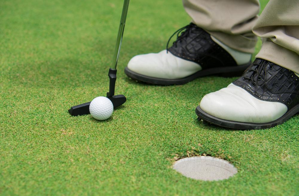 Ako si vybrať golfové topánky?